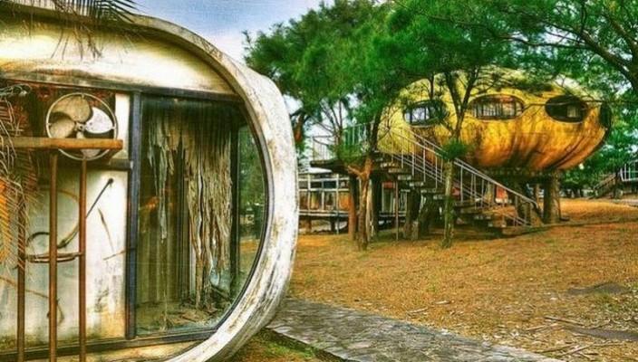 abandoned ufo houses